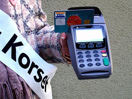 Röda Korset uppgraderar insamlingsbössan: Ny möjlighet att skänka via kort