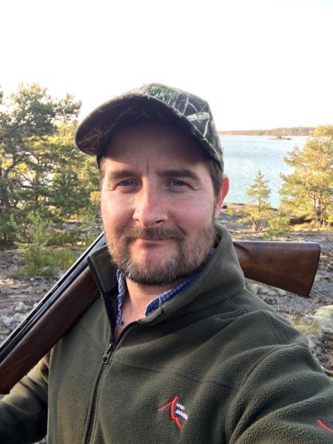 Båtkonstruktör Peter Nikula pausar med fågeljakt