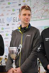 Jonas Buud med segerpokalen efter Trail Glazig 2013