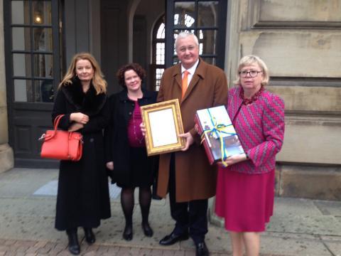 Sten Nordin (M): Drottningen föräras ett seminarium i födelsedagspresent