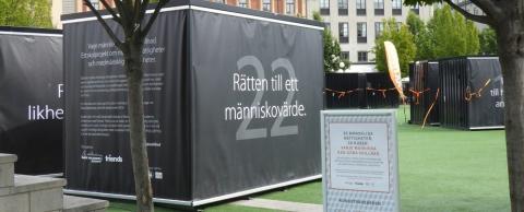 Mänskliga rättigheter i kubformat samlas i Kungsträdgården