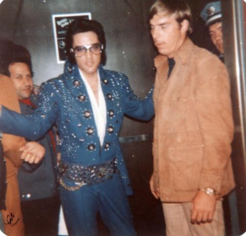 Elvis o Grob