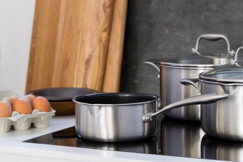 Pots_non-stick_C35SS-NS_C15SS-NS_C50SS-NS_in_kitchen_landscape_v2