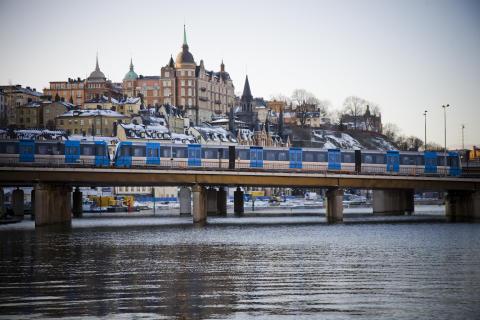 Tunnelbanetåg vid södermalm