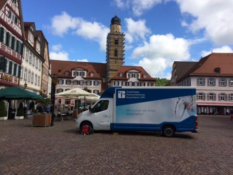 Beratungsmobil der Unabhängigen Patientenberatung kommt am 9. August nach Bad Mergentheim.