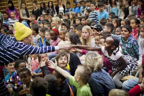 Nypremiär för Drömturnén - för barn på flykt i Sverige!