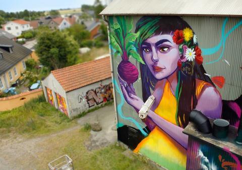 Verk av gatukonstnären Elina Metso, uppfört i Borrby
