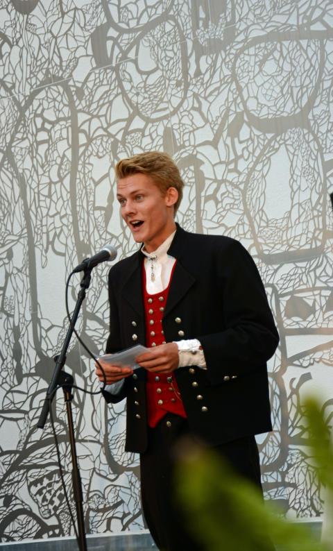 Elev Knut B. Nedregård holdt en fin tale og ønsket medelevene sine velkommen til skolen.