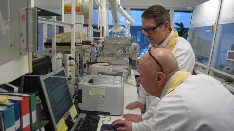 Lars Hjälmered (M) på besök hos Göteborgsföretaget IRLAB Therapeutics