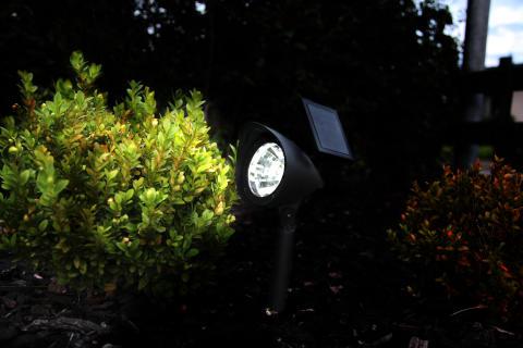 Solcellsladdad trädgårdsspot
