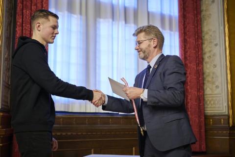 Vvs-energispecialist Lucas Barkow og overborgmester Frank Jensen