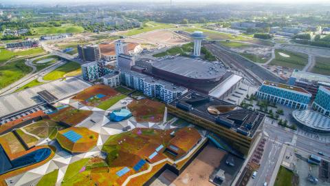 Hyllie i Malmö, under det 20 000 m2 stora gröna taket ligger köpcentret Emporia.