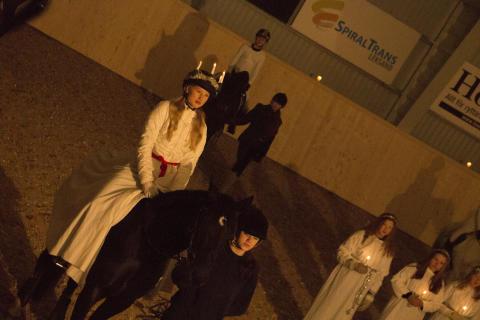 Lucia på häst