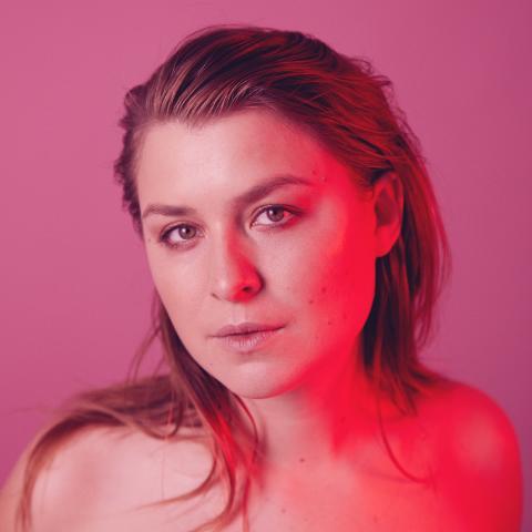 """Idag släpper Linnea Henriksson sin nya singel """"Säga mig""""."""