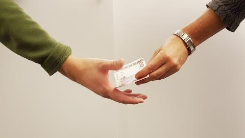 Lättare att klara skuldsanering