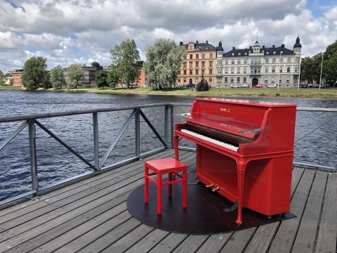 Pop-up-piano för ett lekfullare centrum
