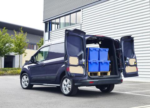 Täysin uusi Ford Transit Connect kuuluu luokkansa polttoainetaloudellisimpiin, helpoiten lastattaviin ja kestävimpiin ajoneuvoihin