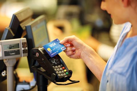 Dzięki akceptacji kart płatniczych małe firmy mogą zmniejszyć utratę klientów niemal o jedną czwartą