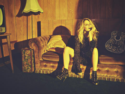 Kylie Minogue släpper nytt album i vår – lyssna på första singeln Dancing