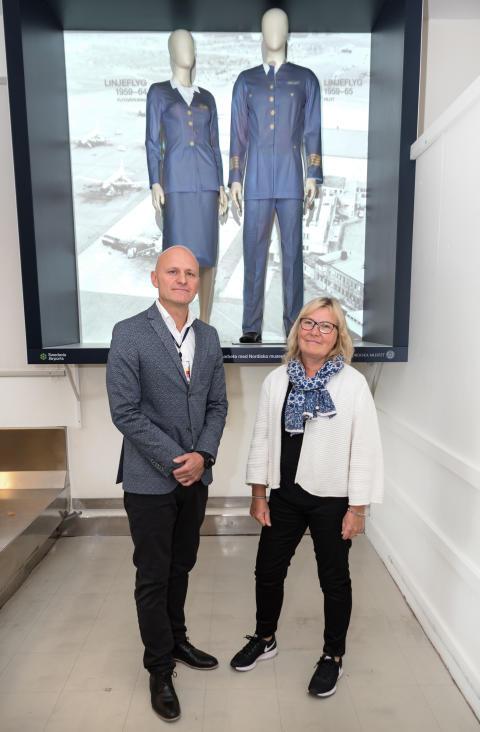 Peder Grunditz, flygplatsdirektör på Bromma Stockholm Airport och Marianne Larsson, intendent och forskare på Nordiska museet.
