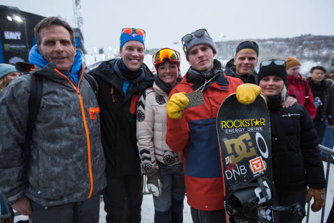 Familien Røisland tok turen til Aspen for å se Mons kjøre. Foto: Matt Pain / Snowboardforbundet