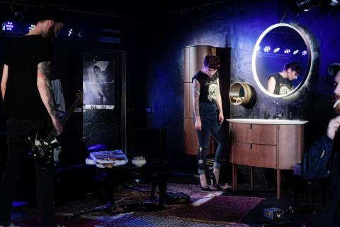 Bühnen-Debüt von Diva 2.0: Warten auf den großen Auftritt
