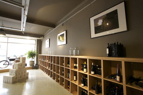 Møbler til vinbutikk