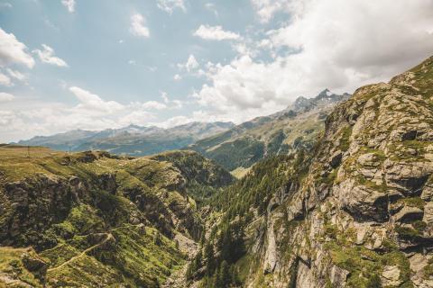 Unterwegs auf den alten Römerpfaden der ViaSpluga. Blick ins Val San Giacomo