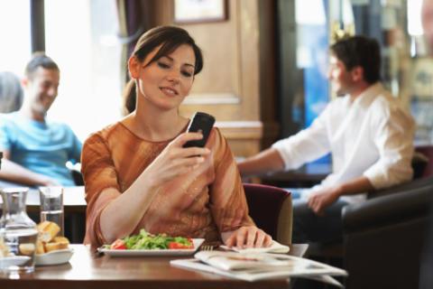 SMS slår vykort med hästlängder