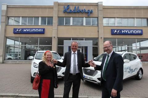Hyundai har levererat de första bränslecellsbilarna i Sverige