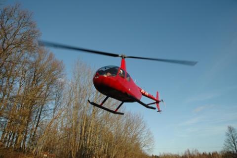 Elnätet inspekteras med helikopter