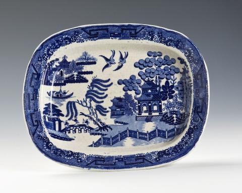Revival for blå-hvite landskapsmotiver på tallerkener og fat