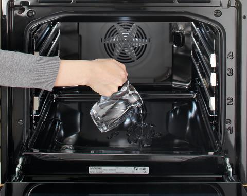 Rengøring af ovn med eddike