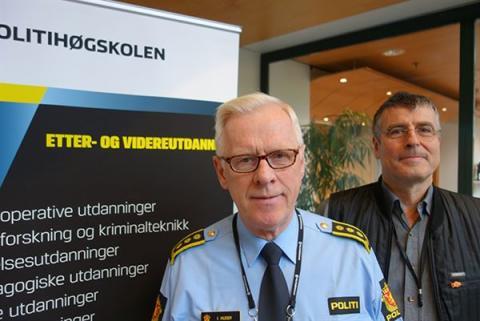 Seksjonsleder Ivar Husby (t.v) og prosjektleder Reene Nilsen ved Politihøgskolen