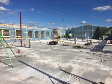 Väggarna sätts upp på nya förskolan i Sunne