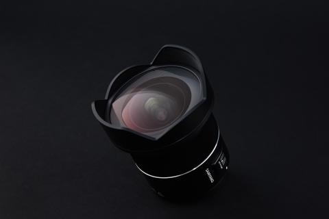 Samyang AF 14mm F2.8 RF 09_black background (4)