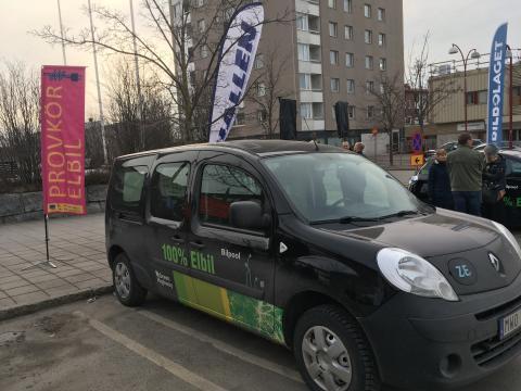 Stort intresse för elbilar på elbilsdag i Sundsvall