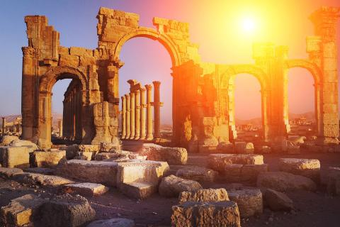 Join Julia Bradbury for a 'Taste of Hidden Greece'...