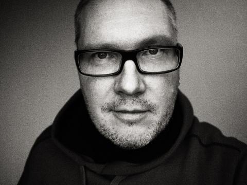 Nordiska Kompaniet presenterar ansiktena bakom formerna – en fotoutställning med Sveriges främsta formgivare.
