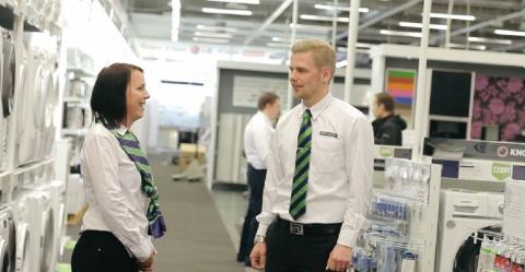 Gigantti palkkaa noin 200 uutta työntekijää