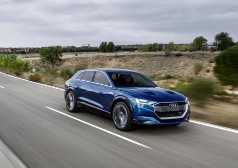 Audi e-tron quattro concept - dynamic front right