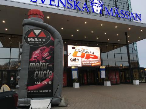 Big bottle för utomhusmontern vid huvudentrén till Svenska Mässan.
