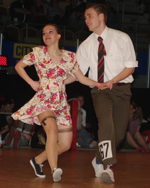 Svenska dansare tävlar på världens största Lindy Hop-tävling