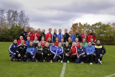 Felix Holm och Mikael Svedberg, Sävedalens IF,  tilldelas Woody Ungdomsledarstipendiet 2016