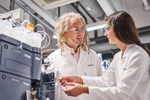 Neuen Ansätzen für Patienten mit Krebs, Autoimmunerkrankungen oder Alzheimer auf der Spur:  AbbVie investiert über 100 Millionen Euro in den Forschungsstandort Ludwigshafen
