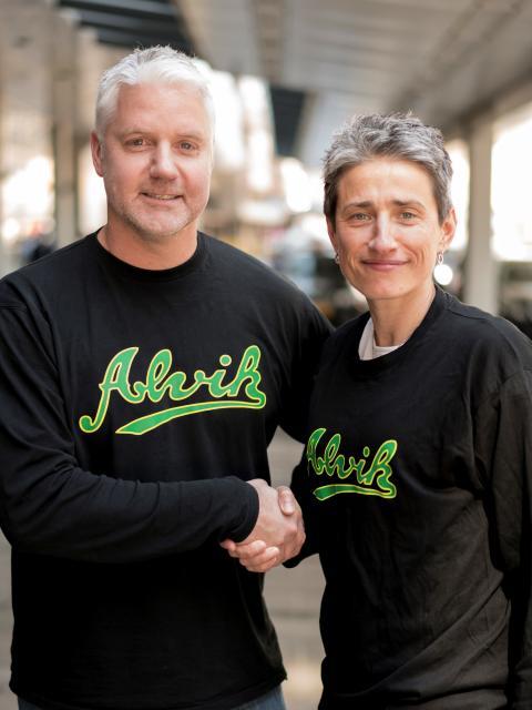 Jurgita Kausaite och Olle Håkanson (elitansvarig i Alvik Baskets styrelse)
