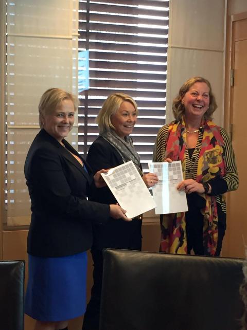 Kulturminister Thorild Widwey, næringsminister Monica Mæland, Telenor Norge-sjef Berit Svendsen