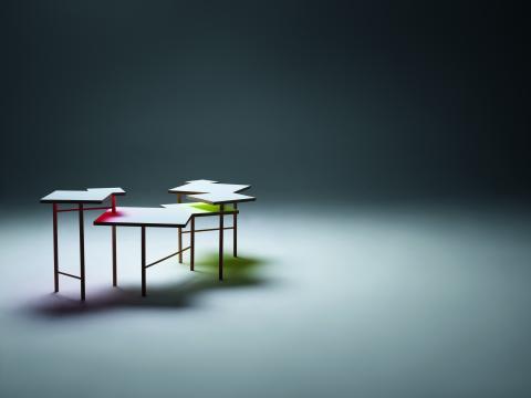MINIMALISTISK YTA OCH MAXIMAL DESIGN: UTSURI TABLE ÄR KONSTHANTVERK002