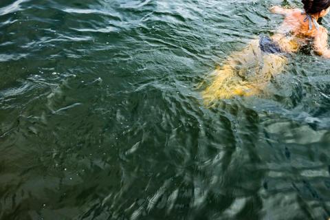 Lär dig simma i Bergsjöbadet