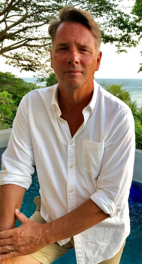 Thomas eriksson porträtt fyrfärg med hav  bakgrunden